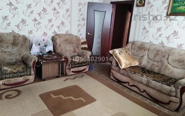3-комнатная квартира, 65 м², 2/5 этаж, Жекибаева за 11 млн 〒 в Караганде, Октябрьский р-н