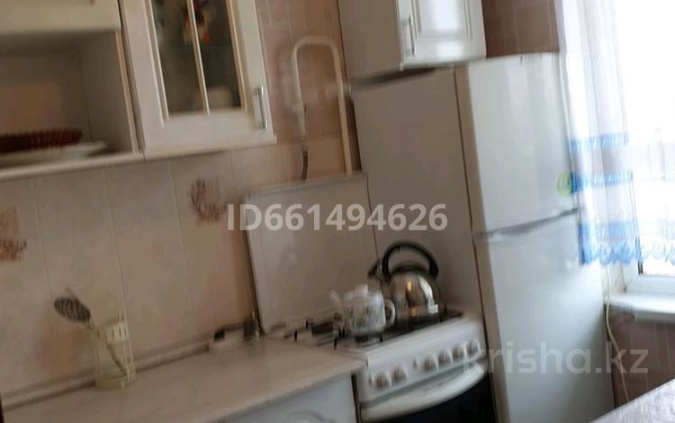 2-комнатная квартира, 44.4 м², 5/5 этаж помесячно, Ул.Короленко 32 за 130 000 〒 в Уральске