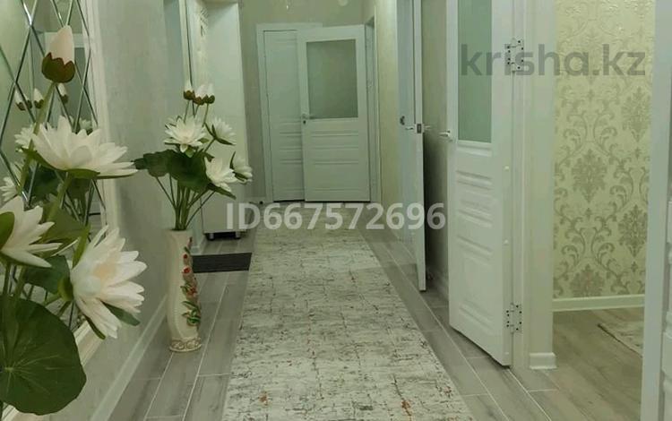 3-комнатная квартира, 72 м², 1/5 этаж на длительный срок, Жаңа қала шнос ЖКСырдария 8 за 500 000 〒 в Туркестане