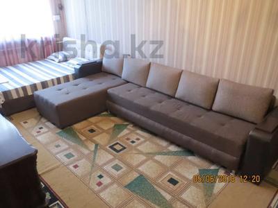 3-комнатная квартира, 75 м², 2/4 этаж посуточно, Туркестанская 2/4А — Байтурсынова за 12 000 〒 в Шымкенте, Аль-Фарабийский р-н