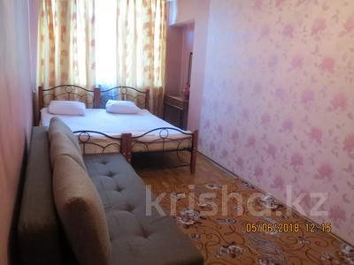 3-комнатная квартира, 75 м², 2/4 этаж посуточно, Туркестанская 2/4А — Байтурсынова за 12 000 〒 в Шымкенте, Аль-Фарабийский р-н — фото 3