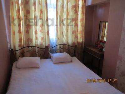 3-комнатная квартира, 75 м², 2/4 этаж посуточно, Туркестанская 2/4А — Байтурсынова за 12 000 〒 в Шымкенте, Аль-Фарабийский р-н — фото 4
