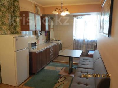 3-комнатная квартира, 75 м², 2/4 этаж посуточно, Туркестанская 2/4А — Байтурсынова за 12 000 〒 в Шымкенте, Аль-Фарабийский р-н — фото 8