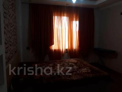 2-комнатная квартира, 80 м², 6/7 этаж помесячно, Жарбосынова 71 за 200 000 〒 в Атырау — фото 2