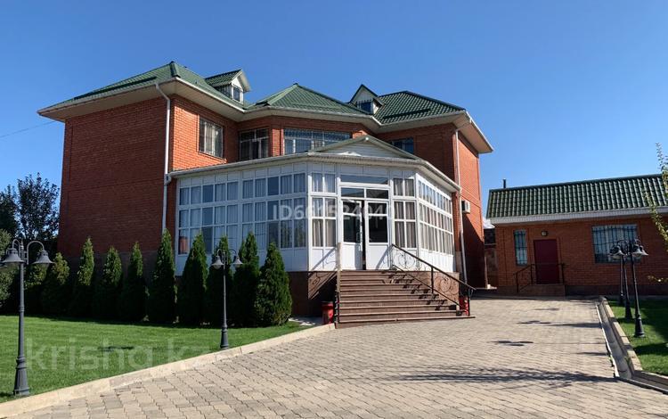 6-комнатный дом, 380 м², 12 сот., Чимбулак за 99 млн 〒 в Алматинской обл., Чимбулак