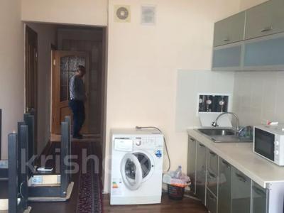 3-комнатная квартира, 68 м², 3 этаж помесячно, 15-й мкр 27 за 130 000 〒 в Актау, 15-й мкр — фото 3