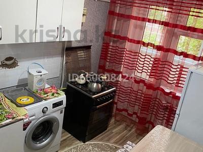 1-комнатная квартира, 32 м², 2/4 этаж посуточно, Г.Иляева 21 — Б.Момышулы за 8 000 〒 в Шымкенте, Аль-Фарабийский р-н — фото 3