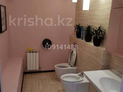 8-комнатный дом помесячно, 230 м², 10 сот., Достык — Аль-Фараби за 900 000 〒 в Алматы, Медеуский р-н — фото 8
