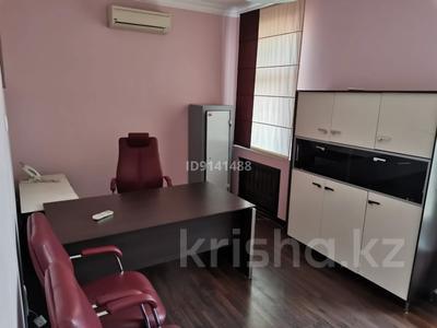 8-комнатный дом помесячно, 230 м², 10 сот., Достык — Аль-Фараби за 900 000 〒 в Алматы, Медеуский р-н — фото 16