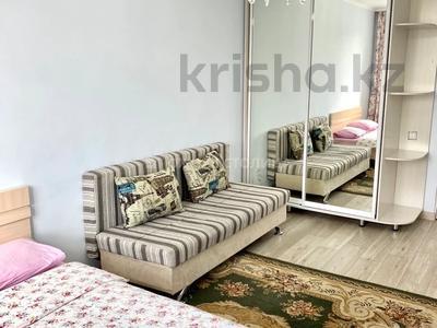 1-комнатная квартира, 40 м², 6/14 этаж посуточно, мкр Акбулак, Рыскулова 53 за 7 000 〒 в Алматы, Алатауский р-н — фото 2