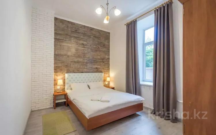 2-комнатная квартира, 65 м², 8 этаж посуточно, Навои 72 за 12 500 〒 в Алматы, Бостандыкский р-н