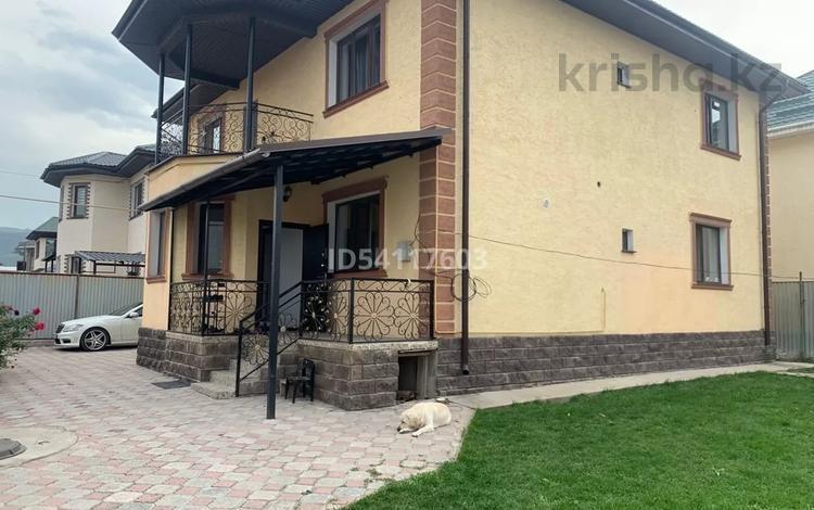 6-комнатный дом, 270 м², 6 сот., Халиуллина 212/24 за 62 млн 〒 в Алматы, Медеуский р-н