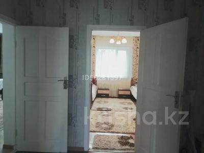 4-комнатный дом помесячно, 100 м², Айтей батыр 12 А — Саламатова за 150 000 〒 в Каскелене — фото 3