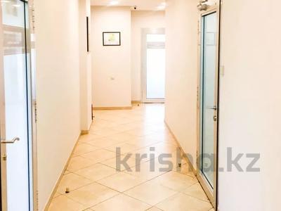 Здание, площадью 2300 м², Жандосова — Розыбакиева за 740 млн 〒 в Алматы, Бостандыкский р-н