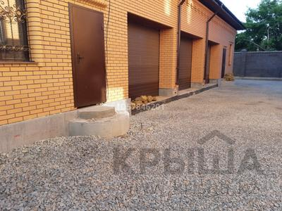 10-комнатный дом, 280 м², Гумар Караш 36 — Габдуллина за 185 млн 〒 в Нур-Султане (Астана), р-н Байконур