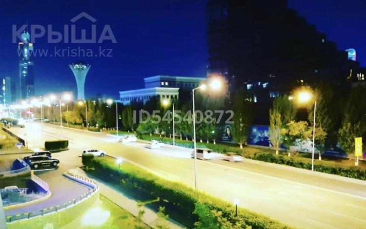 4 комнаты, 200 м², Сарайшык 36 за 30 000 〒 в Нур-Султане (Астана), Есиль р-н