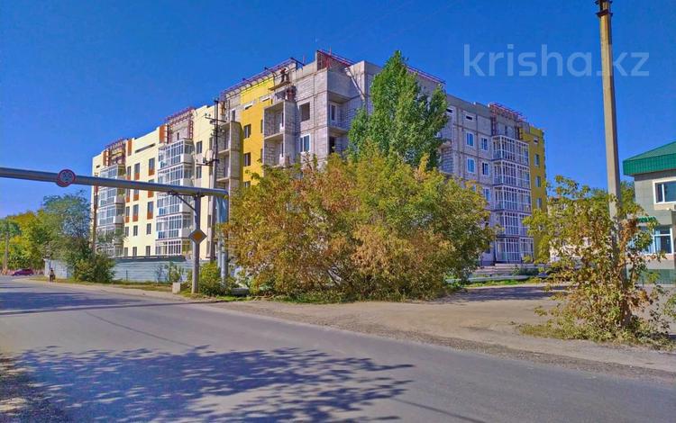 2-комнатная квартира, 60 м², 3/5 этаж, Мкр Промышленный, Шалкоде 2А — 38 за 15 млн 〒 в Нур-Султане (Астана), Алматы р-н