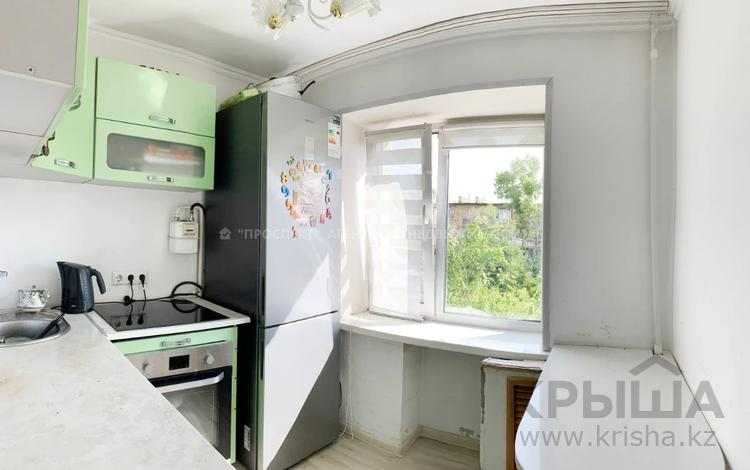 2-комнатная квартира, 42 м², 4/5 этаж, 6-й мкр за 11.8 млн 〒 в Караганде, Казыбек би р-н