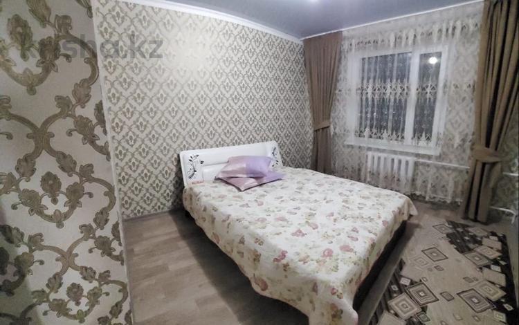 2-комнатная квартира, 51 м², 3/5 этаж посуточно, 3 мкр 4 за 13 000 〒 в Талдыкоргане
