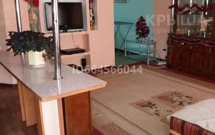 3-комнатная квартира, 90 м², 1/5 этаж посуточно, Самал 21 — Кунаева за 12 500 〒 в Талдыкоргане