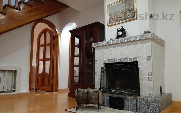 6-комнатная квартира, 205 м², 3/3 этаж помесячно, Желтоксан — Казыбек Би за 700 000 〒 в Алматы, Алмалинский р-н