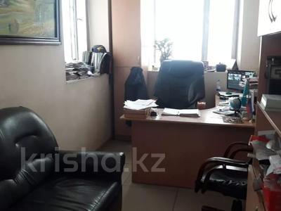 Здание, площадью 2800 м², Камзина 244 — Радищева за 240 млн 〒 в Павлодаре — фото 2