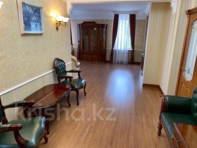 3-комнатная квартира, 139 м², 2/9 этаж помесячно, Мичурина 23 а за 350 000 〒 в Караганде, Казыбек би р-н — фото 11