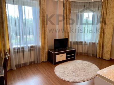 3-комнатная квартира, 139 м², 2/9 этаж помесячно, Мичурина 23 а за 350 000 〒 в Караганде, Казыбек би р-н — фото 8