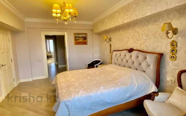 4-комнатная квартира, 200 м², 2/4 этаж, проспект Аль-Фараби — Зейна Шашкина за 157 млн 〒 в Алматы, Бостандыкский р-н