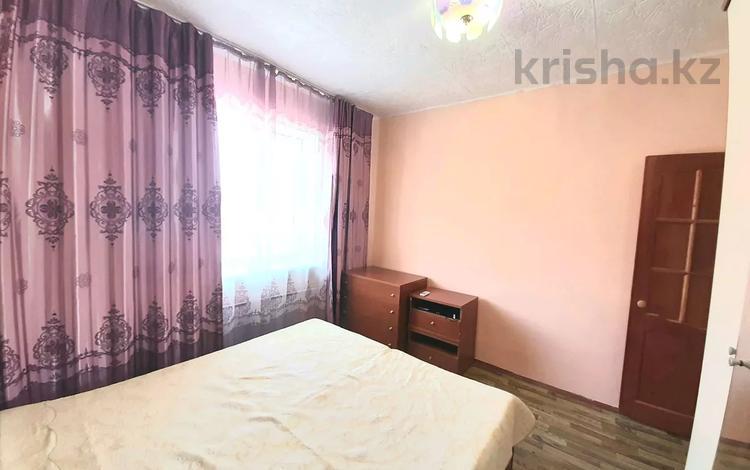 2-комнатная квартира, 46 м², 3/6 этаж посуточно, проспект Алашахана за 8 500 〒 в Жезказгане