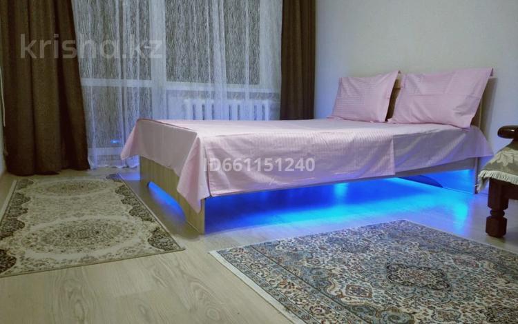 1-комнатная квартира, 45 м², 3/5 этаж по часам, Наурызбай батыра 26 — Макатаева за 1 000 〒 в Алматы, Алмалинский р-н