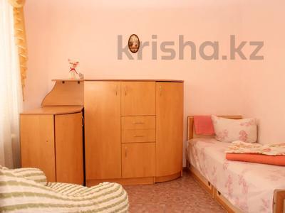 4-комнатная квартира, 70 м², 3/5 этаж посуточно, Сатпаева 27 — Дюсенова за 12 000 〒 в Павлодаре — фото 2
