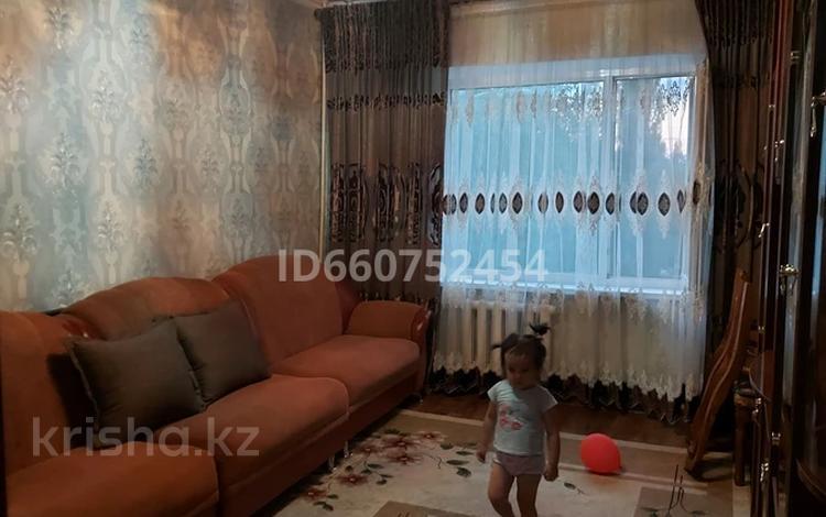 2-комнатная квартира, 56 м², 4/5 этаж, Микрорайон 8 за 9 млн 〒 в Таразе