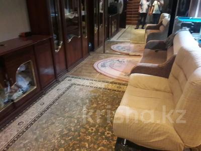 5-комнатный дом помесячно, 350 м², 10 сот., мкр Мамыр-4 за 400 000 〒 в Алматы, Ауэзовский р-н — фото 32