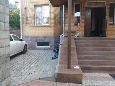 5-комнатный дом помесячно, 350 м², 10 сот., мкр Мамыр-4 за 400 000 〒 в Алматы, Ауэзовский р-н — фото 36