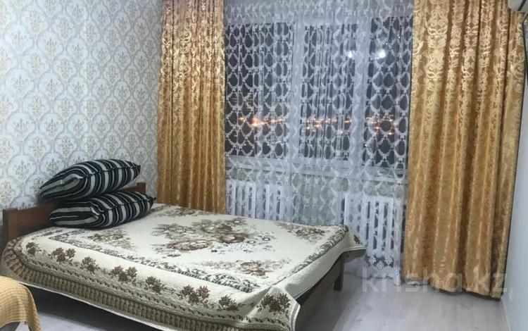 1-комнатная квартира, 42 м², 5/10 этаж посуточно, Пригородный, Сыганак 18 — Мангилик Ел за 8 000 〒 в Нур-Султане (Астана), Есиль р-н