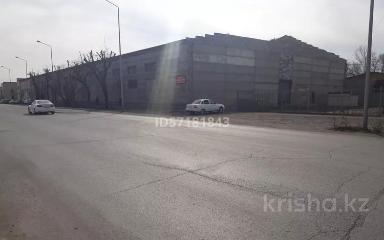 Здание, площадью 2100 м², Шугаева 153/2 за 120 млн 〒 в Семее