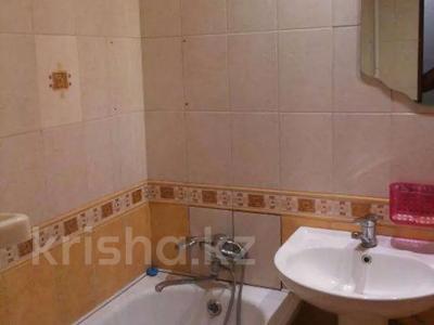 1-комнатная квартира, 35 м², 3/3 этаж посуточно, Б.Мира 17 за 5 000 〒 в Караганде, Казыбек би р-н — фото 2