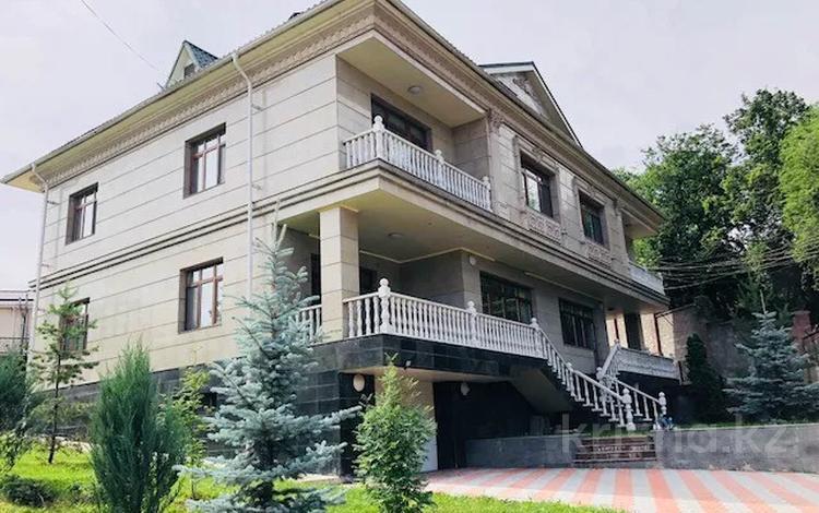 8-комнатный дом помесячно, 500 м², 9 сот., Достык — Оспанова за 1 млн 〒 в Алматы, Медеуский р-н