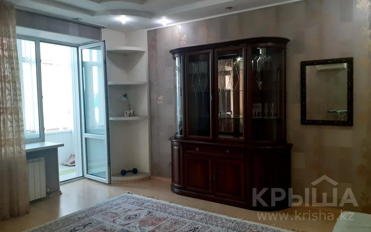 3-комнатная квартира, 120 м², 5/5 этаж помесячно, Ескалиева 303 за 200 000 〒 в Западно-Казахстанской обл.