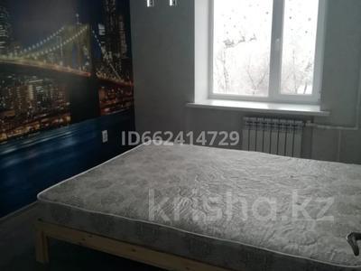 3-комнатная квартира, 80 м², 4/5 этаж помесячно, Аманжолова 49/1 за 140 000 〒 в Уральске — фото 4