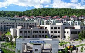 7-комнатный дом помесячно, 730 м², 9 сот., Жамакаева 256а за 2.5 млн 〒 в Алматы, Медеуский р-н
