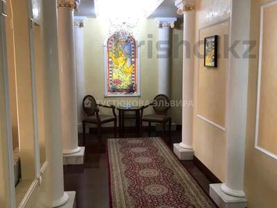 4-комнатная квартира, 220 м², 3/5 этаж на длительный срок, Комсомольский, Жубан ана 1 за 500 000 〒 в Нур-Султане (Астане), Есильский р-н