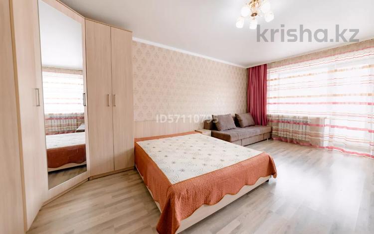 1-комнатная квартира, 40 м², 2/5 этаж посуточно, проспект Бухар Жырау 75 за 8 000 〒 в Караганде, Казыбек би р-н