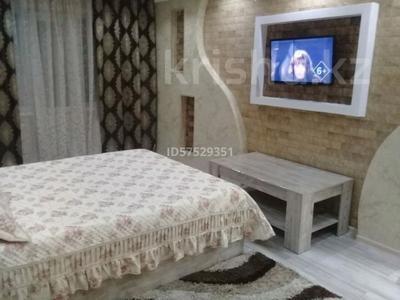 1-комнатная квартира, 34 м², 2/5 этаж посуточно, улица Тыныбаева 5 — Кунаева за 7 000 〒 в Шымкенте, Аль-Фарабийский р-н