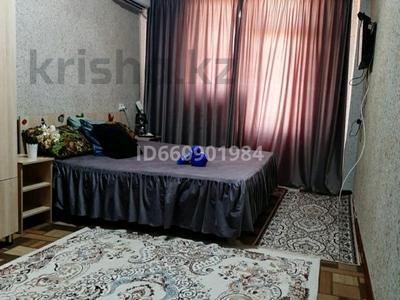 1-комнатная квартира, 40 м², 3/5 этаж посуточно, мкр Нижний отырар 12 — За ТД ГИПЕР ХАУС за 7 000 〒 в Шымкенте, Аль-Фарабийский р-н