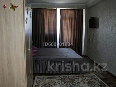 1-комнатная квартира, 40 м², 3/5 этаж посуточно, мкр Нижний отырар 12 — За ТД ГИПЕР ХАУС за 7 000 〒 в Шымкенте, Аль-Фарабийский р-н — фото 3