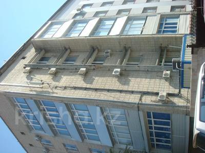 Здание, площадью 901 м², Темирханова 1а за 230 млн 〒 в Атырау — фото 2