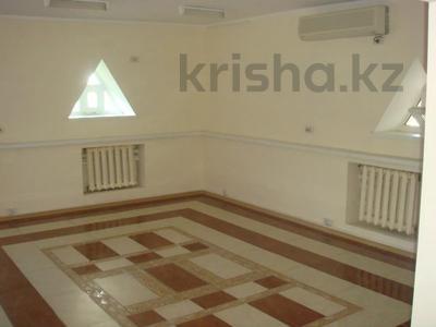 Здание, площадью 901 м², Темирханова 1а за 230 млн 〒 в Атырау — фото 3