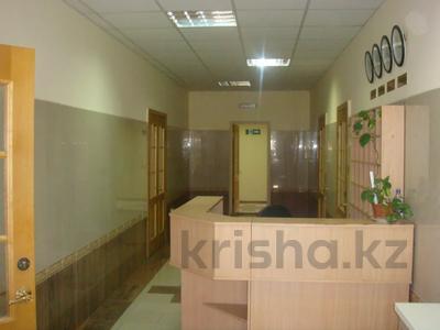 Здание, площадью 901 м², Темирханова 1а за 230 млн 〒 в Атырау — фото 4